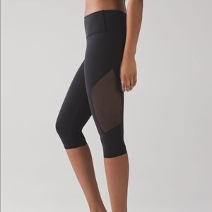 Lululemon Reveal Crop - Black